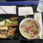 ANA403便、羽田空港→秋田空港行きのプレミアムクラス機内食|福岡空港→羽田空港→秋田空港